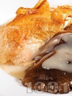 Екзотично печено пиле с гъби рижики, сметана и сок от ананас на фурна - снимка на рецептата